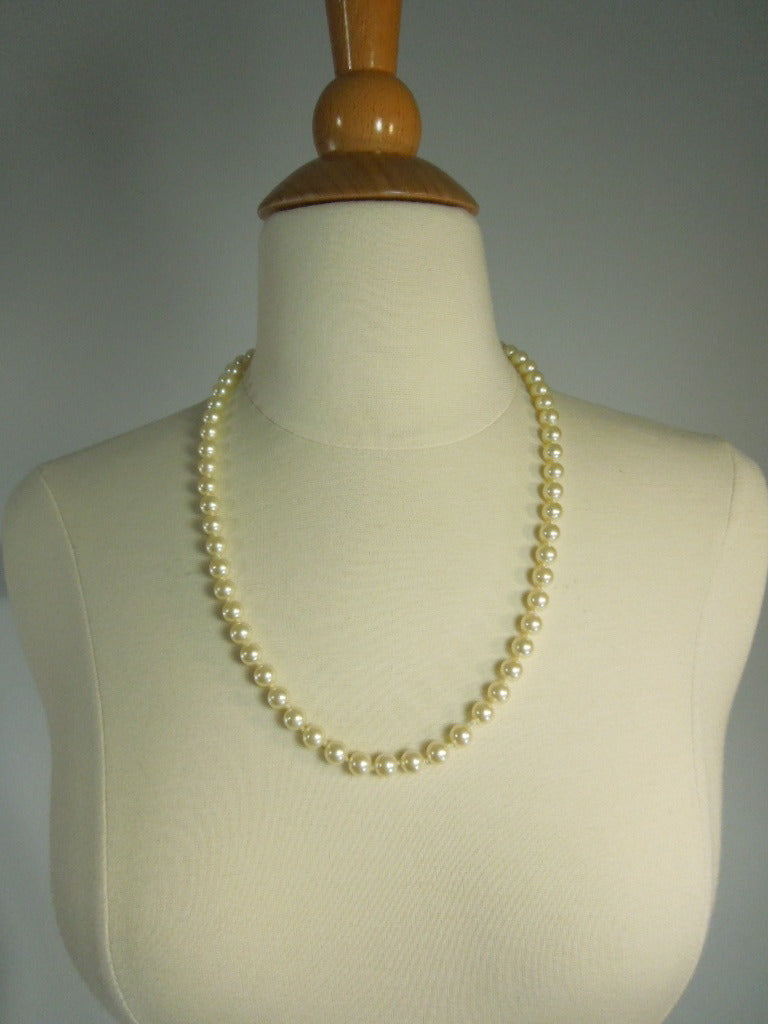Sarah Coventry 1950s Faux Pearl Necklace.
