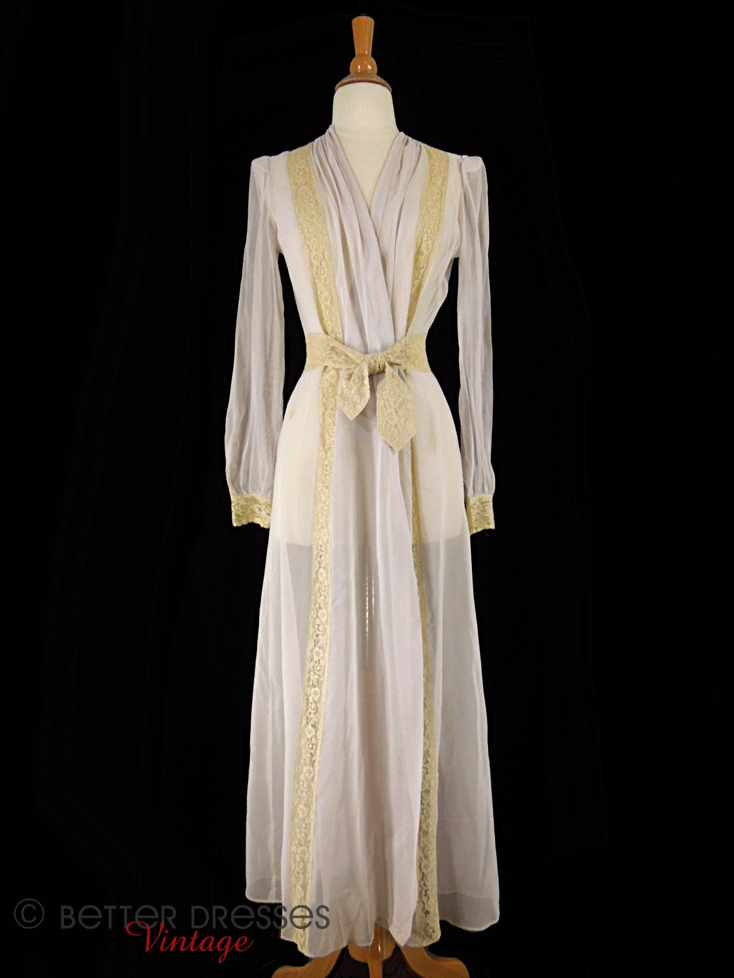 Vintage 1930s Peignoir Robe by Hobert Lavender and Lace - sm, med ...