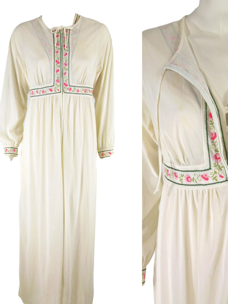 70s Peignoir Set - Robe closed and open