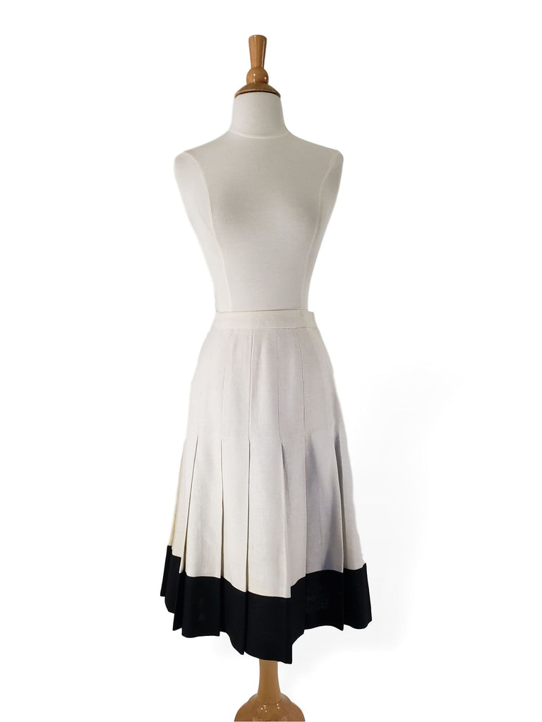 Vintage pleated skirt in creamy white and black.