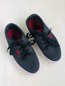 lace up sneaker / US 4 (youth)