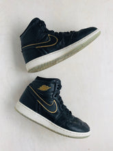 Load image into Gallery viewer, air jordan sneaker /  US 3.5 (youth)