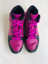 Load image into Gallery viewer, air jordan sneaker / US 4.5 (youth)