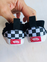 Load image into Gallery viewer, checkered crib shoe / US 3