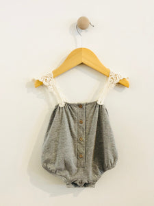 romper with lace / NB