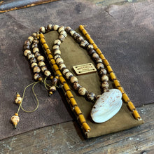 Caracol Shell Necklace - Natural Stones