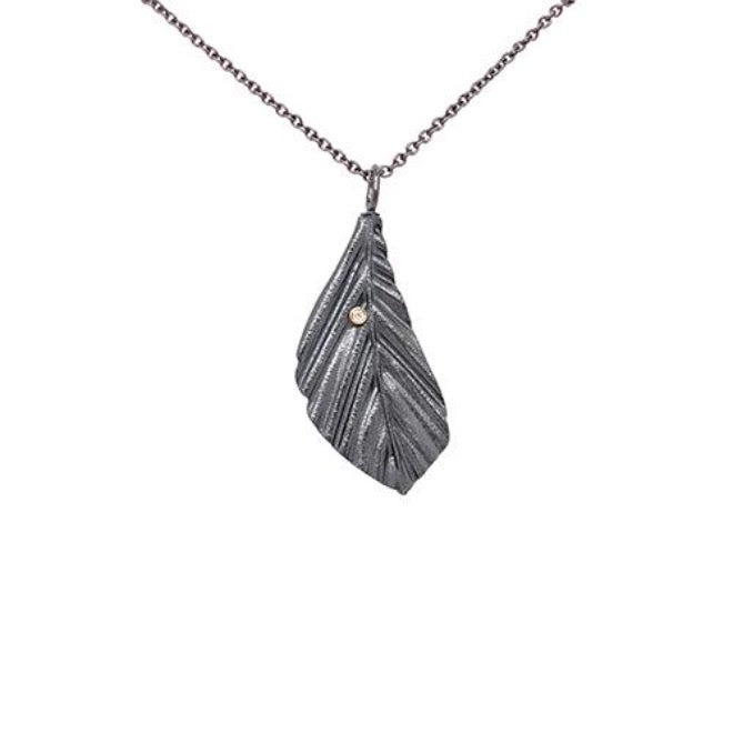 Faggio pendant medium with diamond