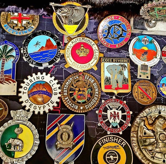 Automobilia > Badges