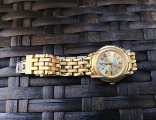 Gold Tone Gucci Roman Numerals Quartz Japan Ladies Wrist Watch