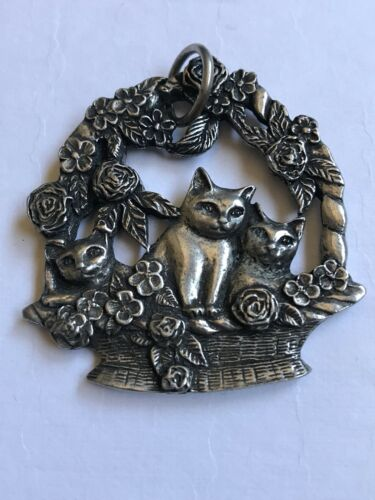 Vintage Signed 1987 Seagull Pewter Canada Cats In Basket Pendant Ornament