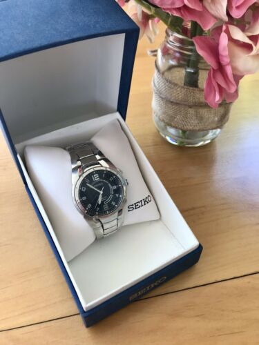 Seiko Men's Kinetic Watch Water Resistant 100 M SKA235 Blue Face Silver Tone
