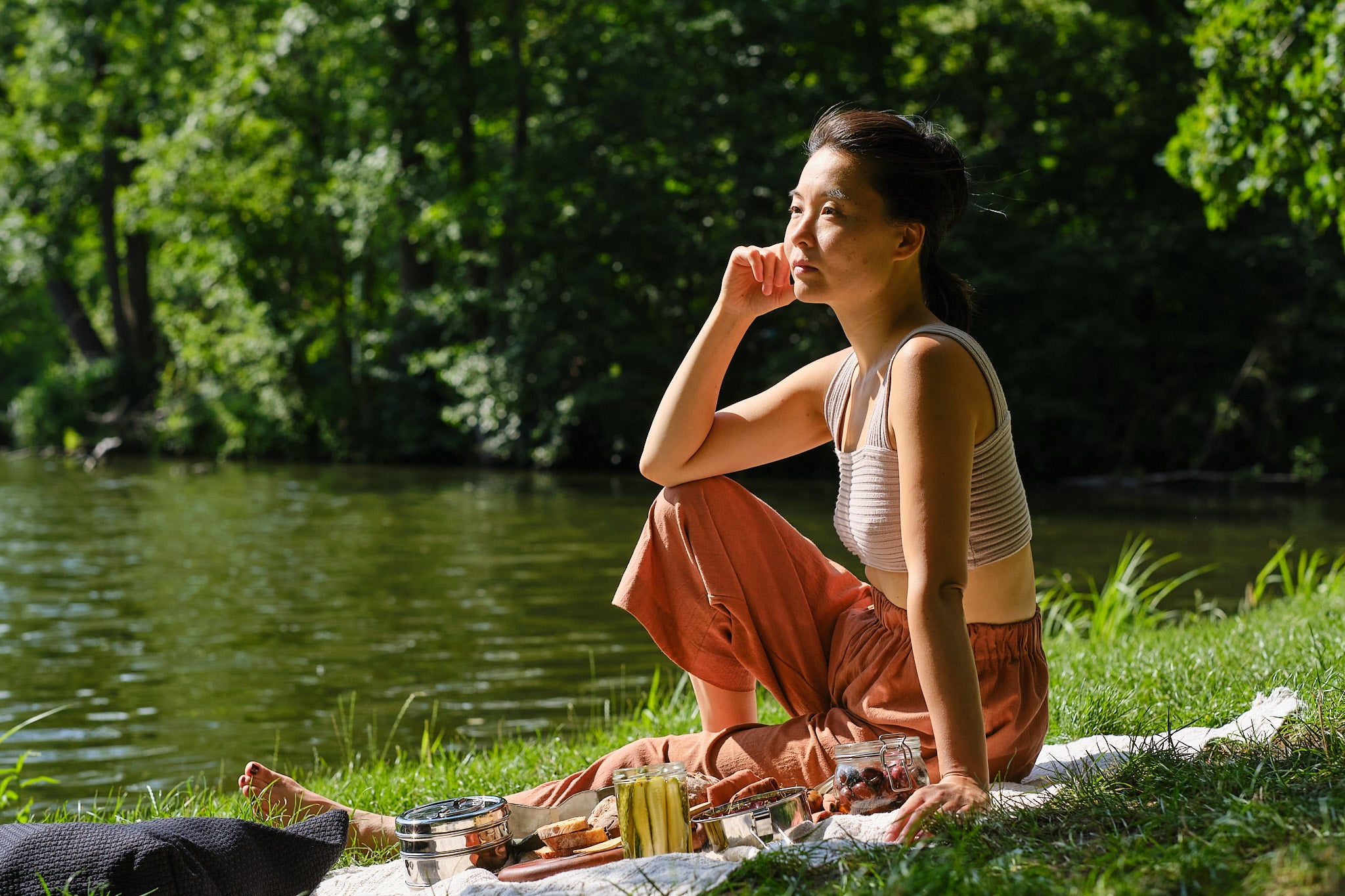 Sun Mee Martin sitting in front of a Berlin lake having a picnic