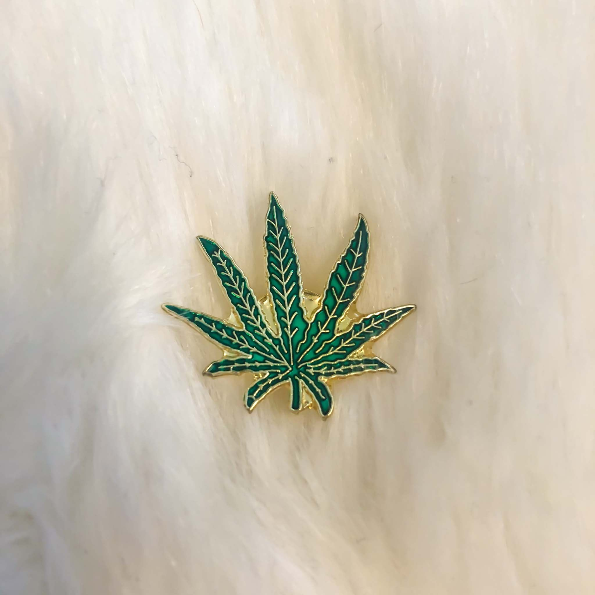 POT LEAF PIN