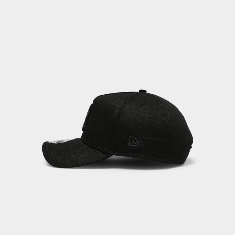New Era 940 New York Yankees Blackout Strapback