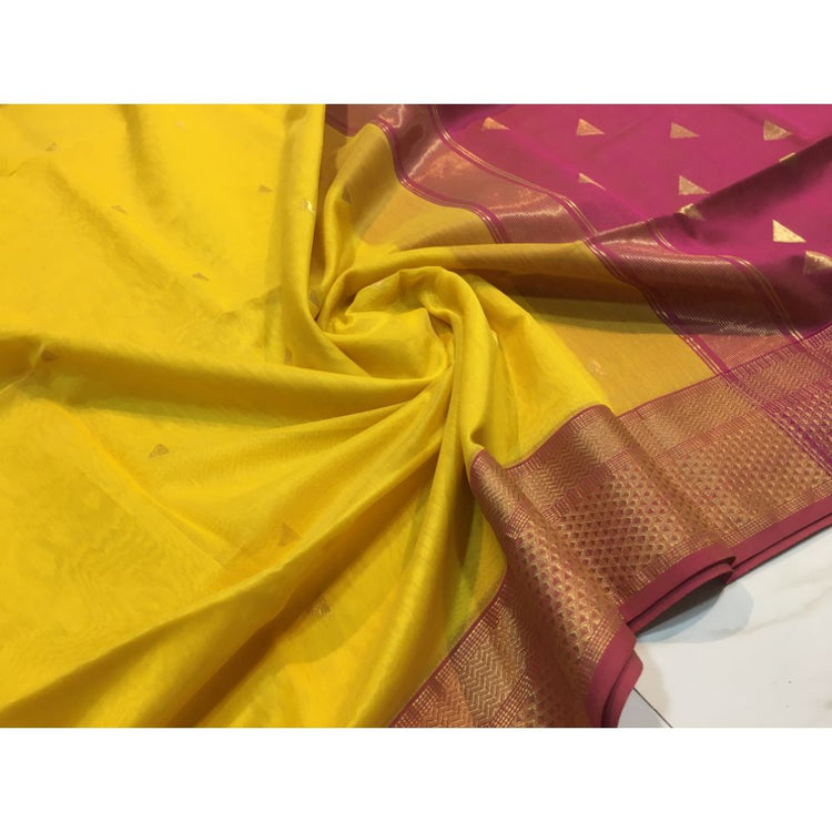 TRIANGLE BUTI SAREE