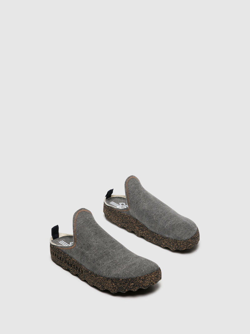 SaddleBrown Closed Mules
