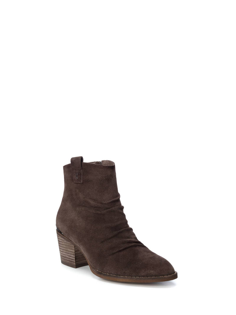 Carmela Peru Pointed Toe Ankle Boots