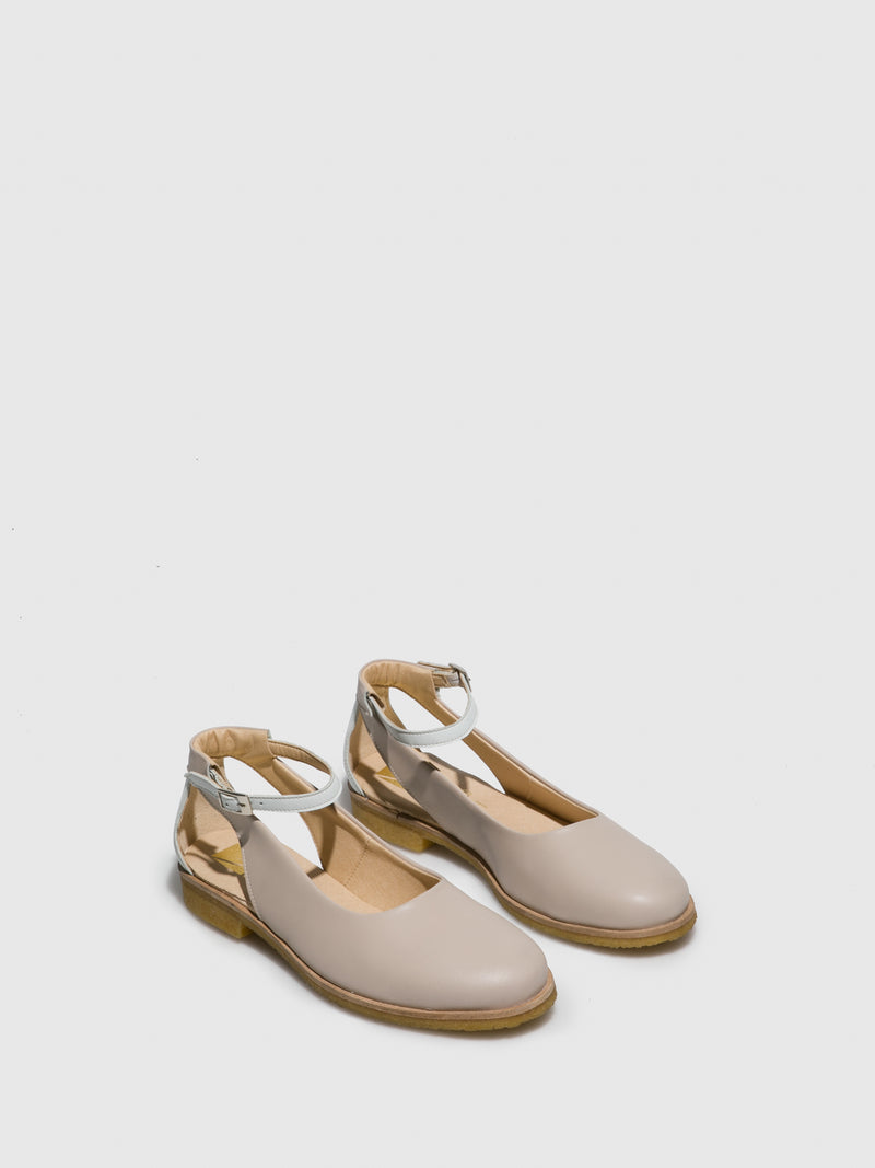 Marita Moreno Beige Flat Shoes