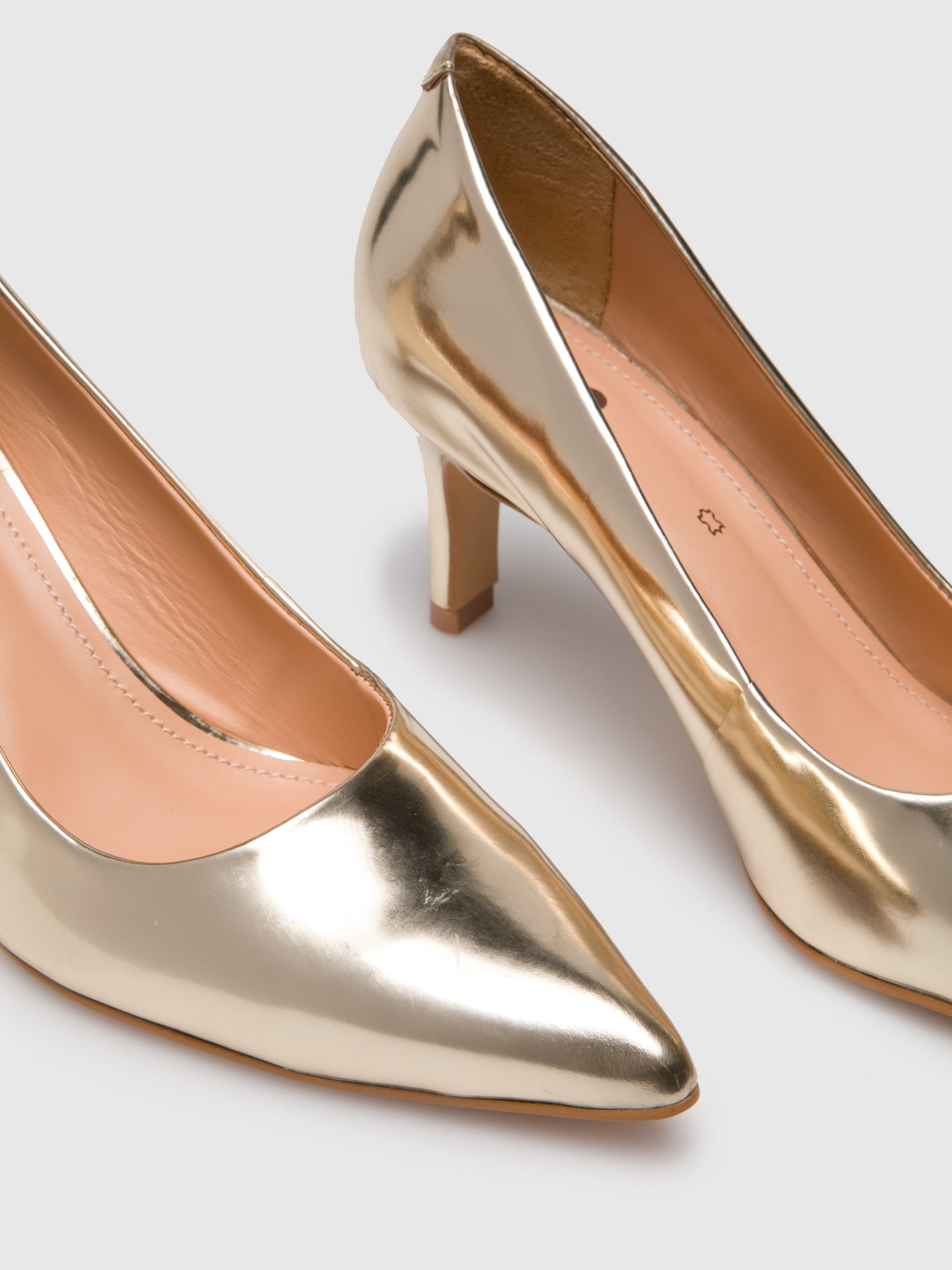 Gold Pointed Toe Shoes - Overcube