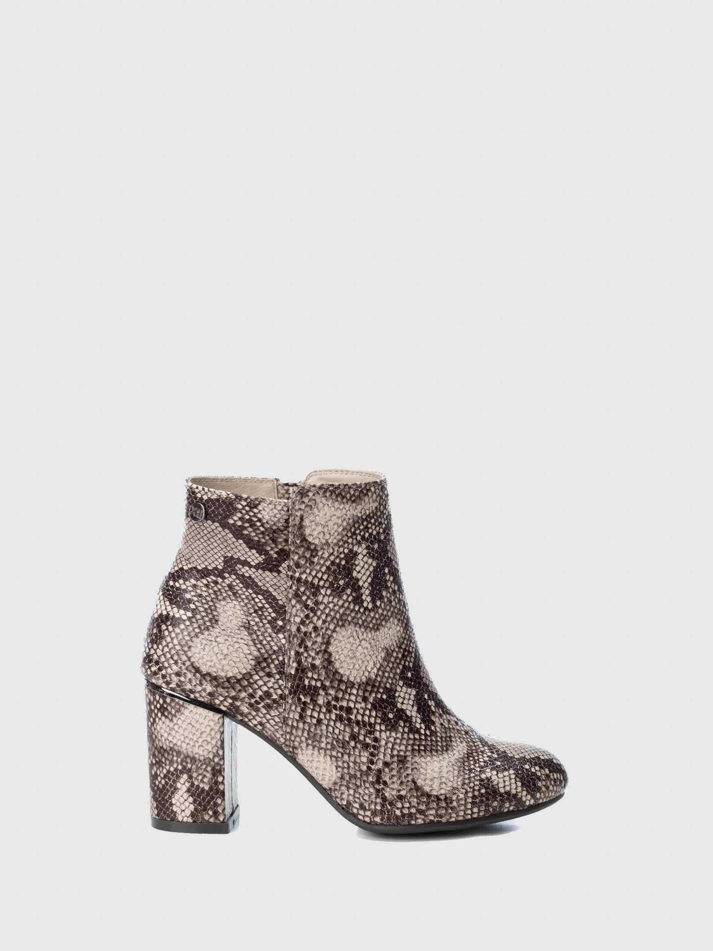 XTI Wheat Round Toe Ankle Boots
