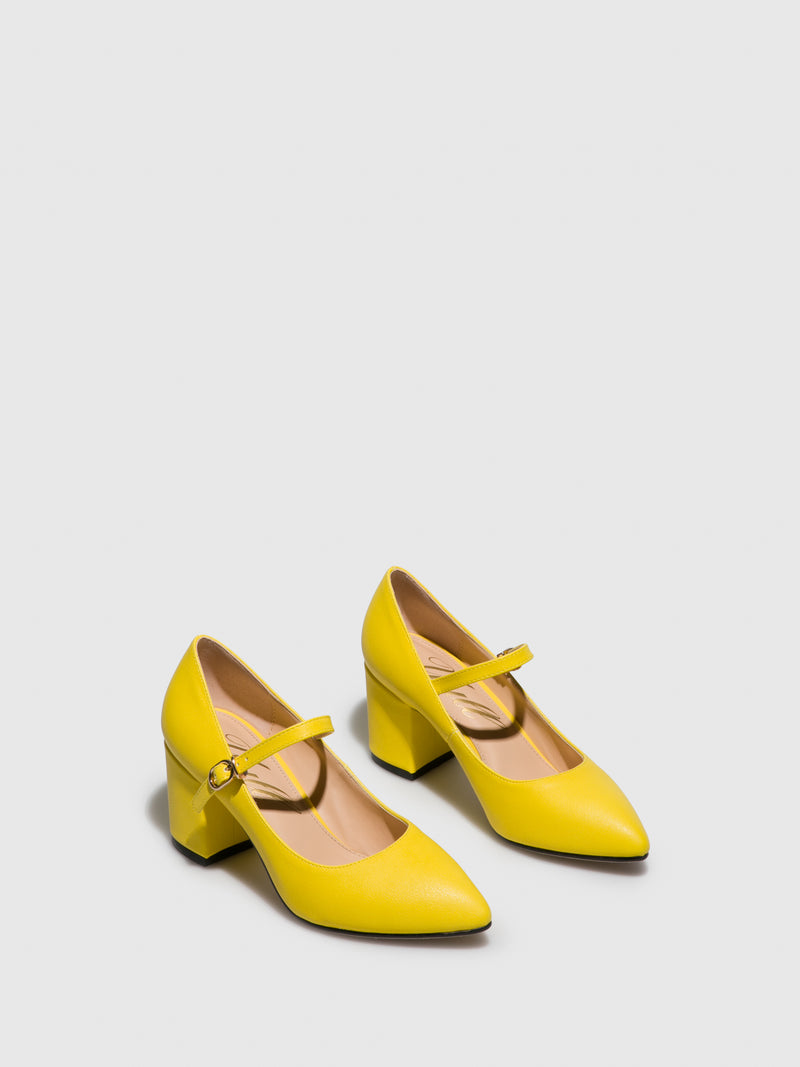Yellow Pointed Toe Shoes