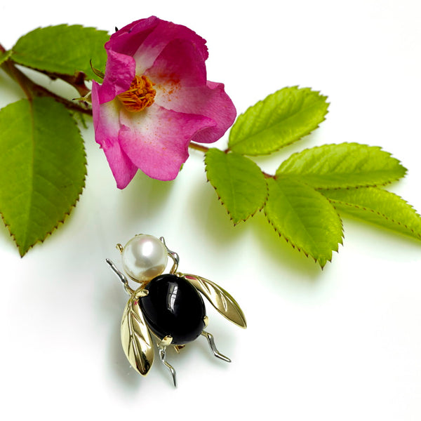 Bumblebee Onyx, Pearl & 9ct Gold Brooch