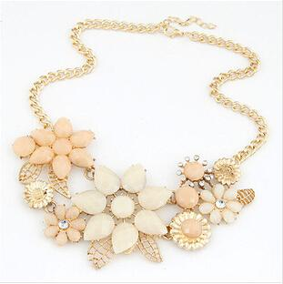 Fashion Gem Flower Necklace