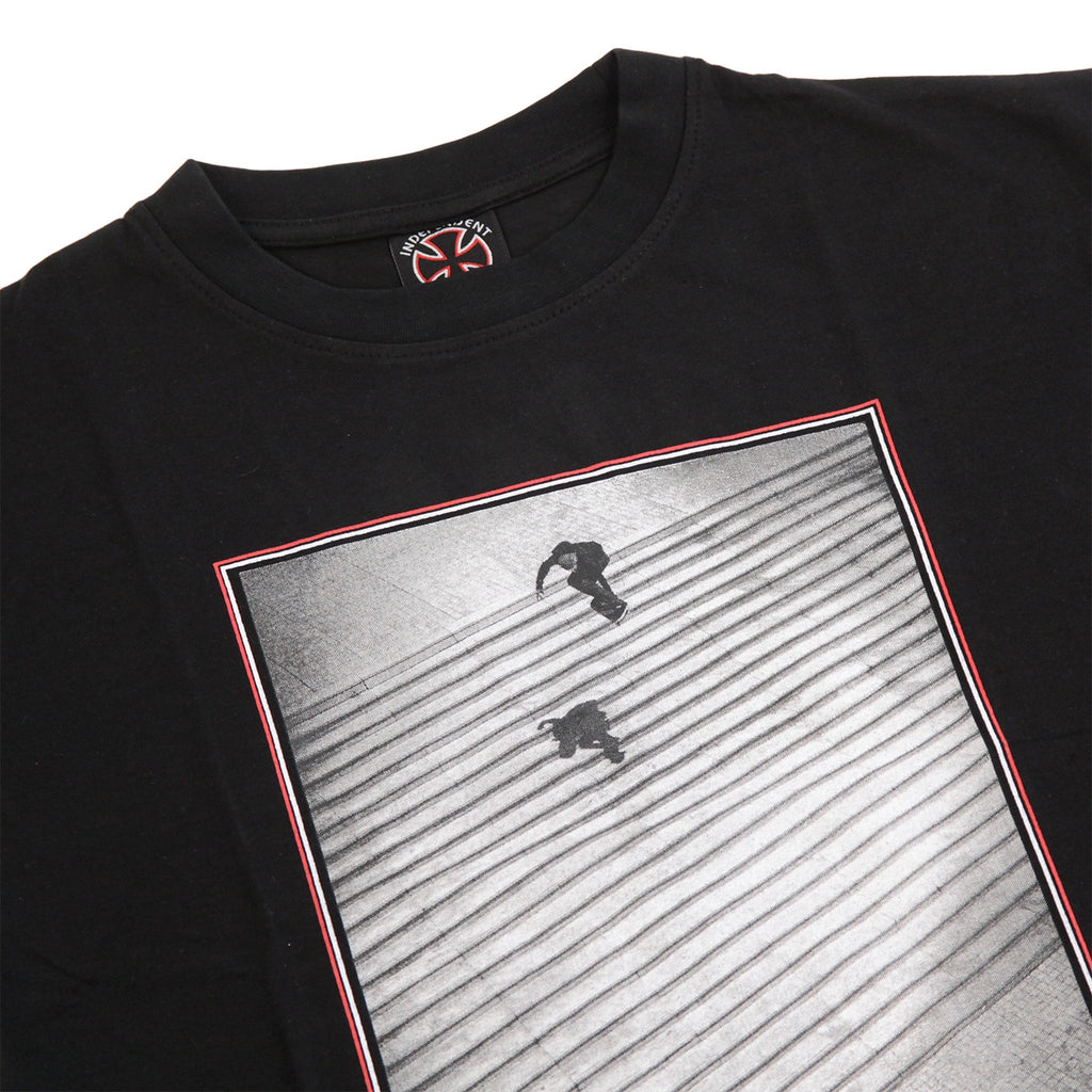 Independent Trucks Burnett / Jaws T Shirt in Black - Detail