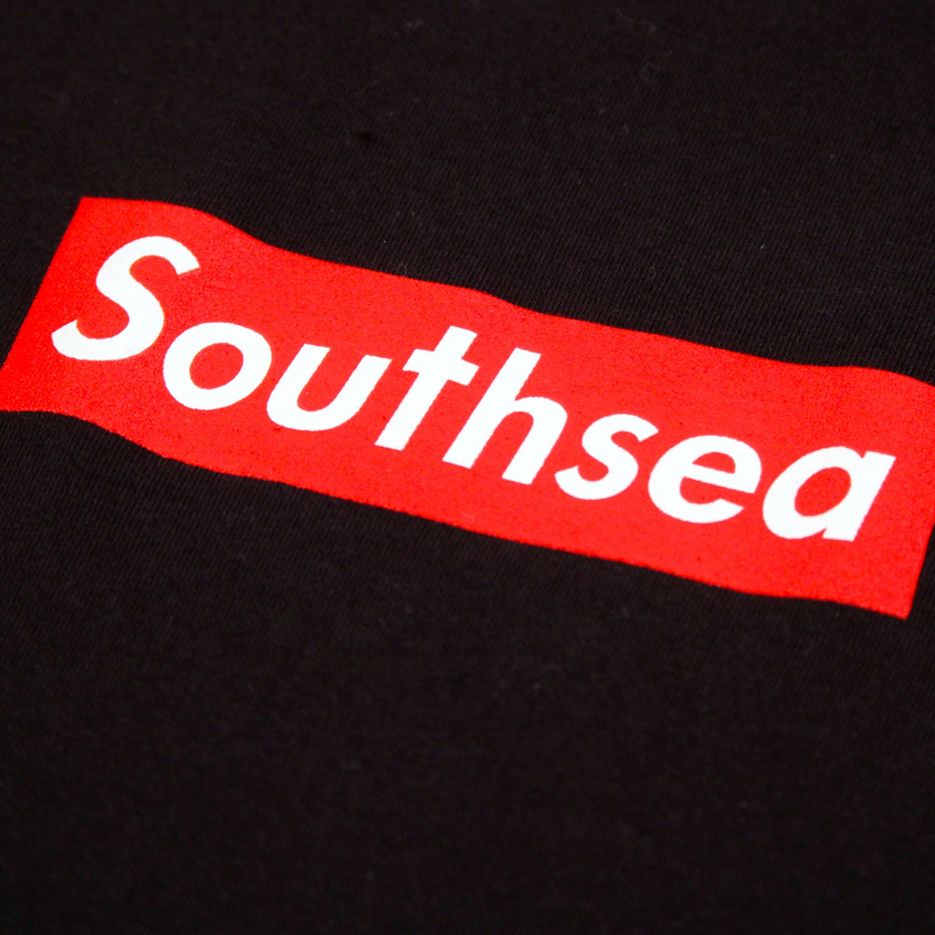 "Bored of Southsea ""Southsea"" T Shirt in Black / Red Box - Print"