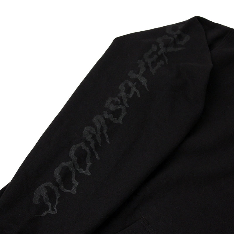 INDEPENDENT TRUCKS X DOOM SAYERS HOODIE BLACK SLEEVE DETAIL