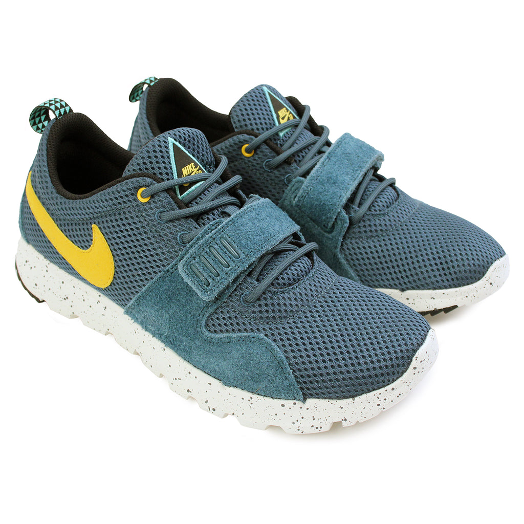 Nike SB Trainerendor SE Shoes in Night Factor / Varsity Maize / Sail - Paired