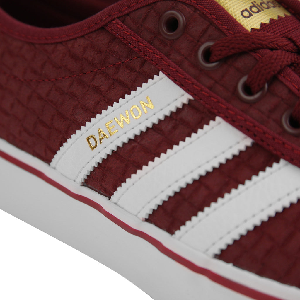 Adidas Skateboarding 'Daewon' Adi Ease Shoes in Collegiate Burgundy / Footwear White / Gold Metallic - Daewon