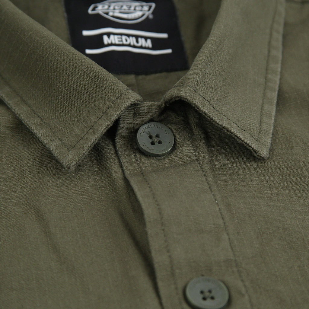 Dickies Kempton Shirt in Dark Olive - Collar