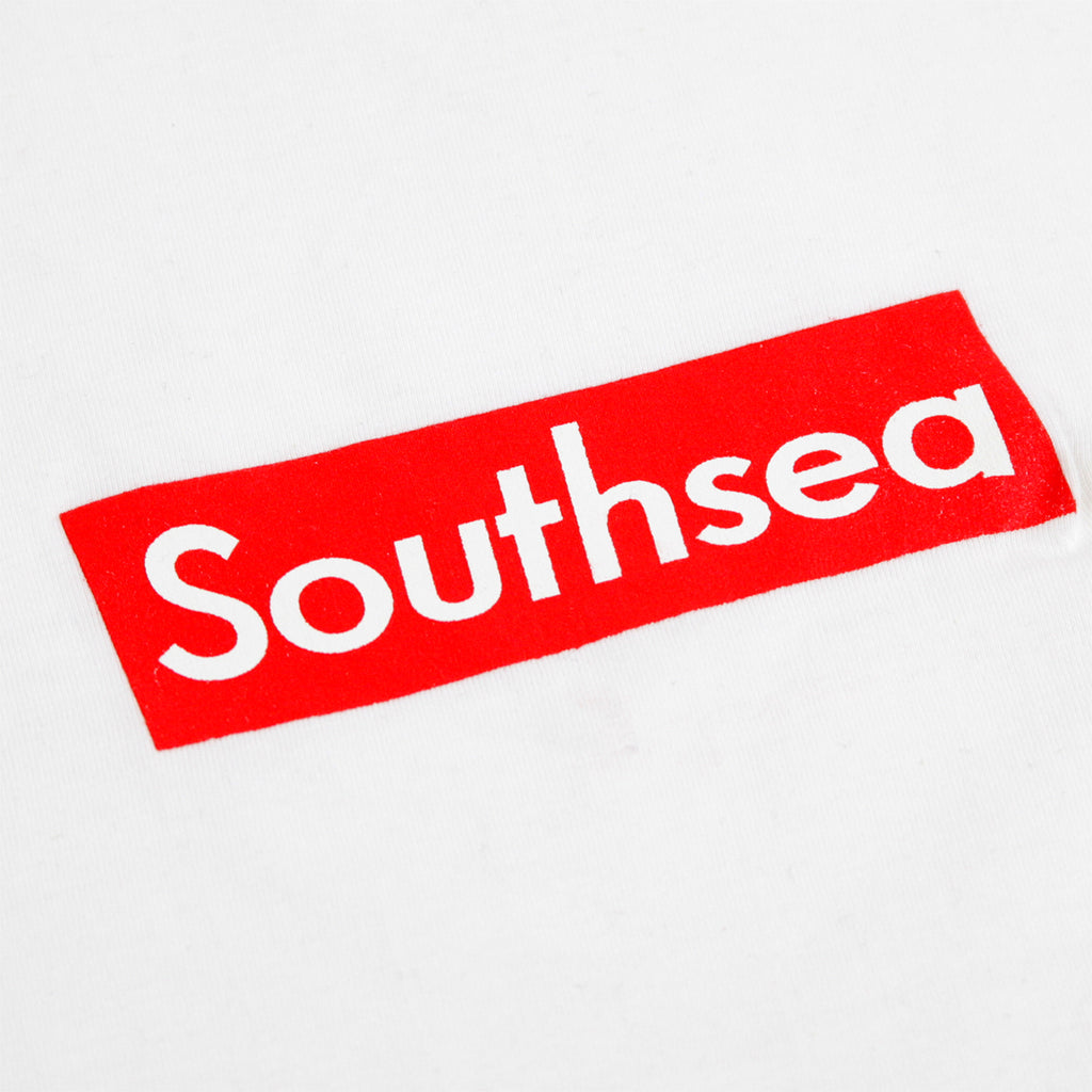 "Bored of Southsea ""Southsea"" T Shirt in White / Red Box - Print"