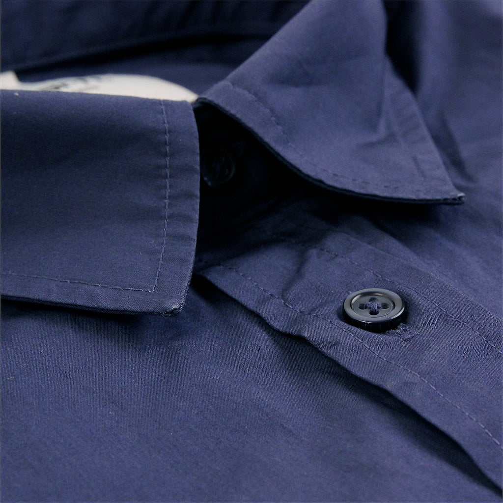 Carhartt L/S Wesley Shirt in Blue - Collar
