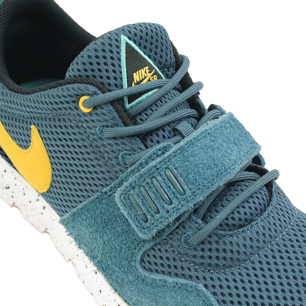 Nike SB Trainerendor SE Shoes in Night Factor / Varsity Maize / Sail - Laces