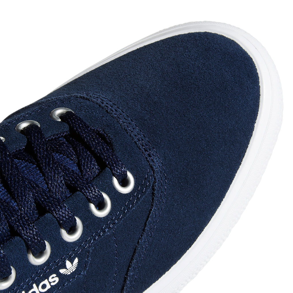 Adidas 3MC Shoes in Collegiate Navy / Footwear White / Silver Metallic - Toe