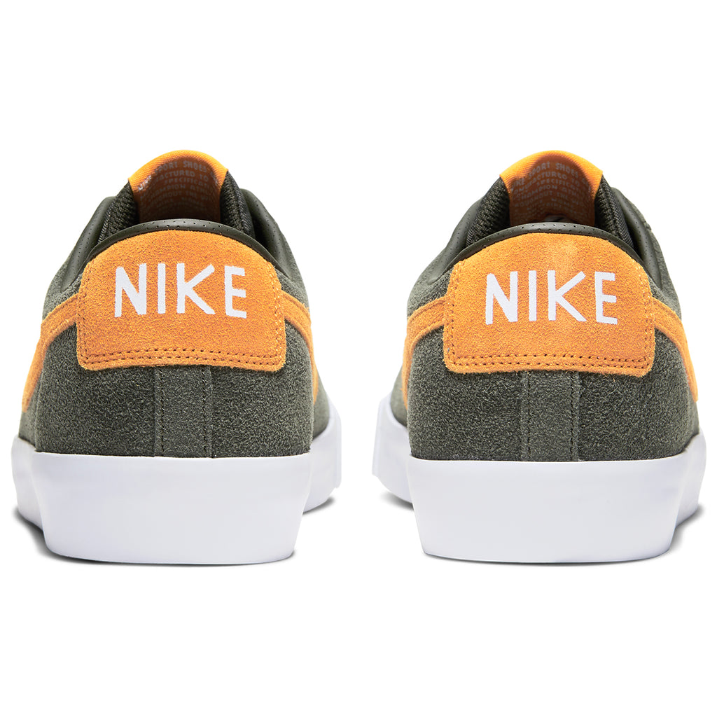 Nike SB Zoom Blazer Low GT Shoes in Sequoia / Kumquat - White - Gum Light Brown - Heel