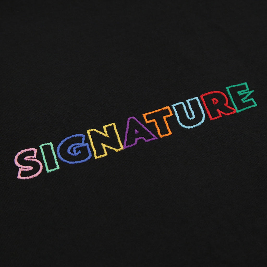 Signature Clothing Outline Logo Embroidered T Shirt in Black / Multi - Embroidery