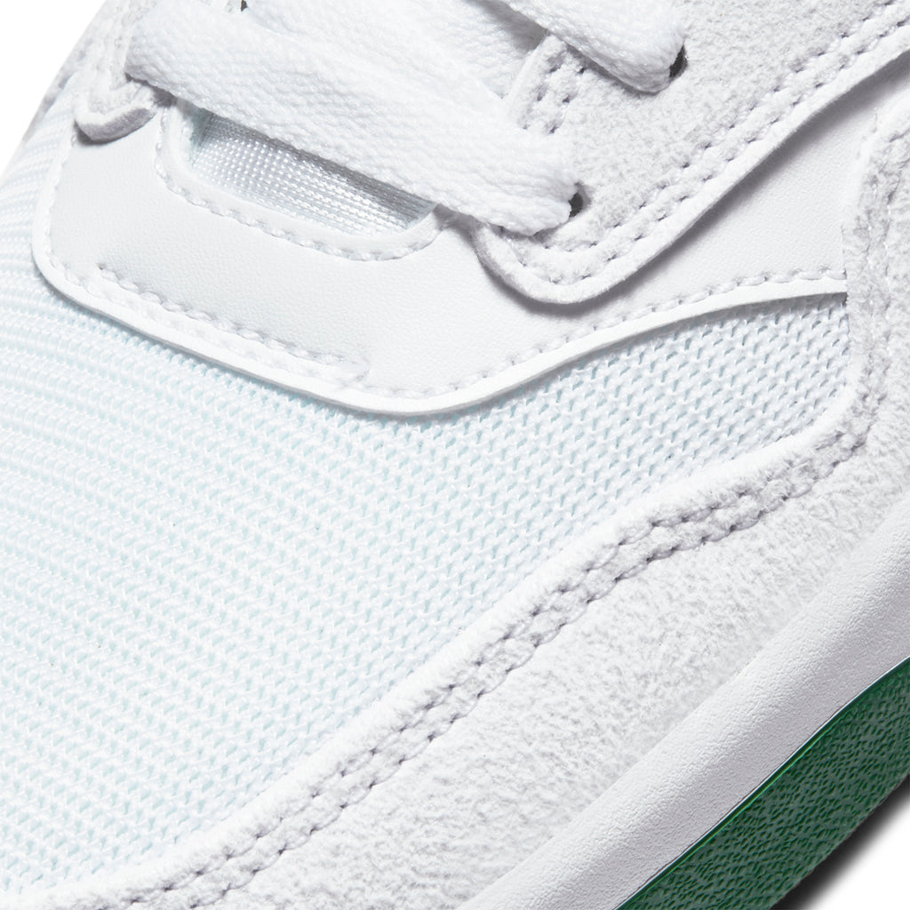 Nike SB GTS Return Premium Shoes in White / Pine Green - White - Toe