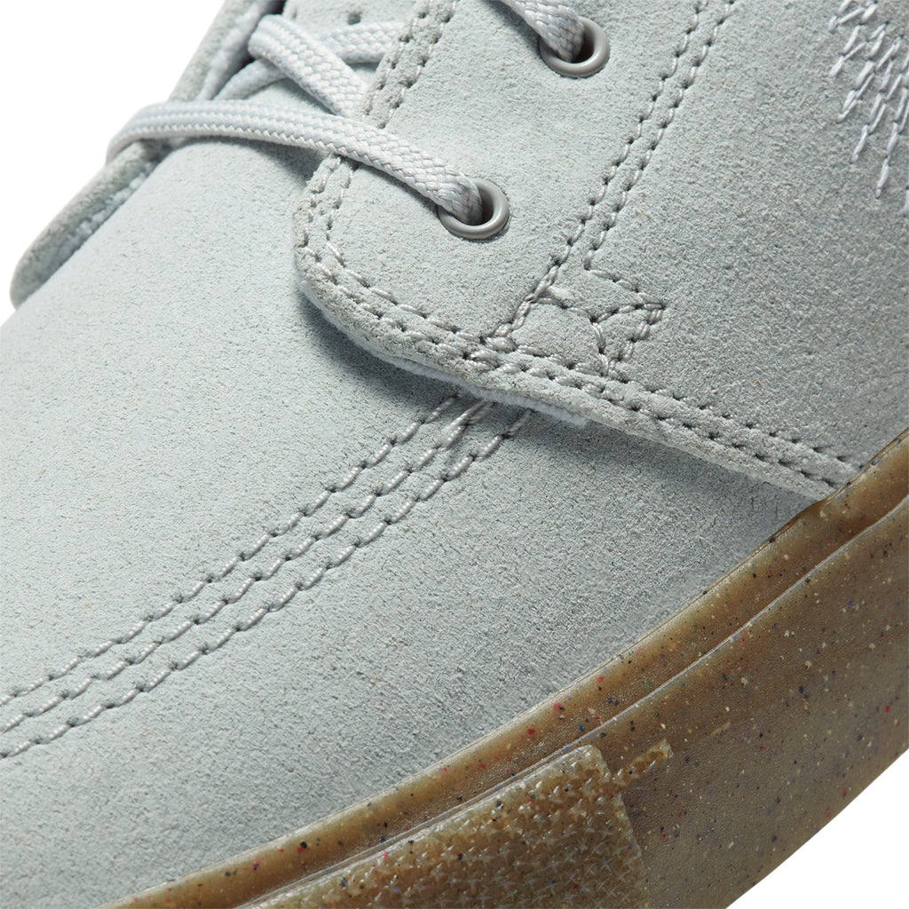 Nike SB Zoom Janoski Flyleather RM Shoes in Pure Platinum / Pure Platinum - Detail