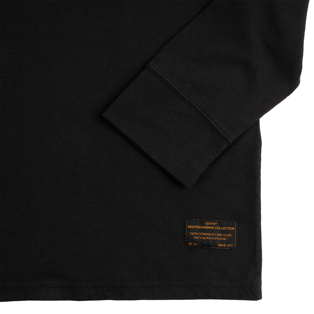Levis Skateboarding L/S Graphic T Shirt in Core Black - Label