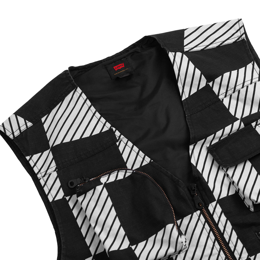 Levis Skateboarding Skate Utility Vest in Kelly Checkers Black - Detail