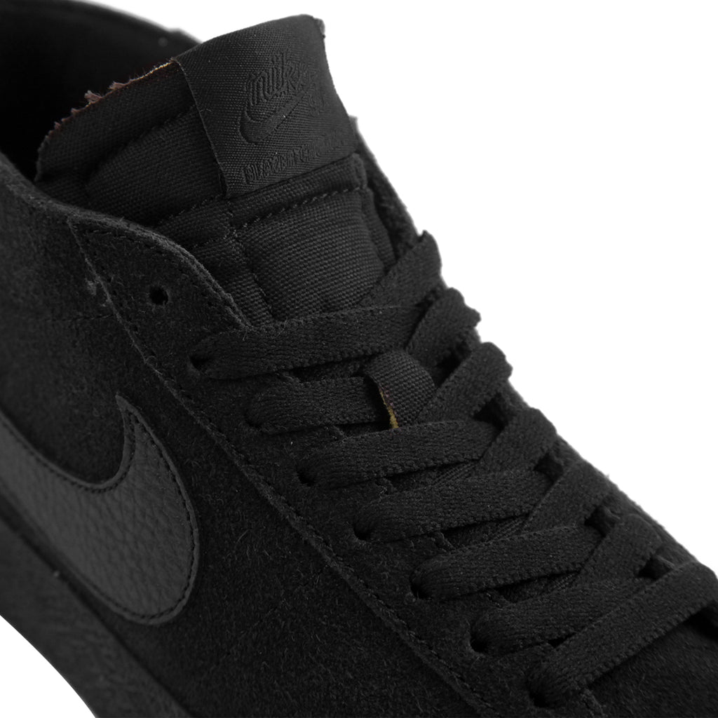 Nike SB Zoom Blazer Chukka Shoes in Black / Black - Laces