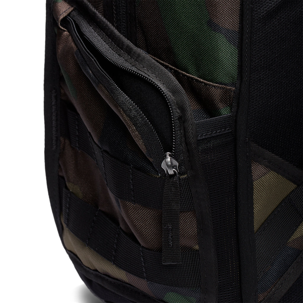 Nike SB RPM Graphic Backpack in Black / Black / Black - Pockets