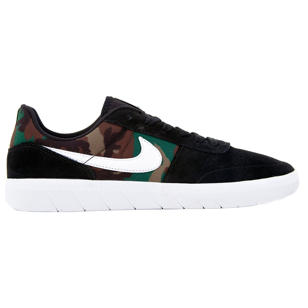 Nike SB Team Classic Shoes in Black / White