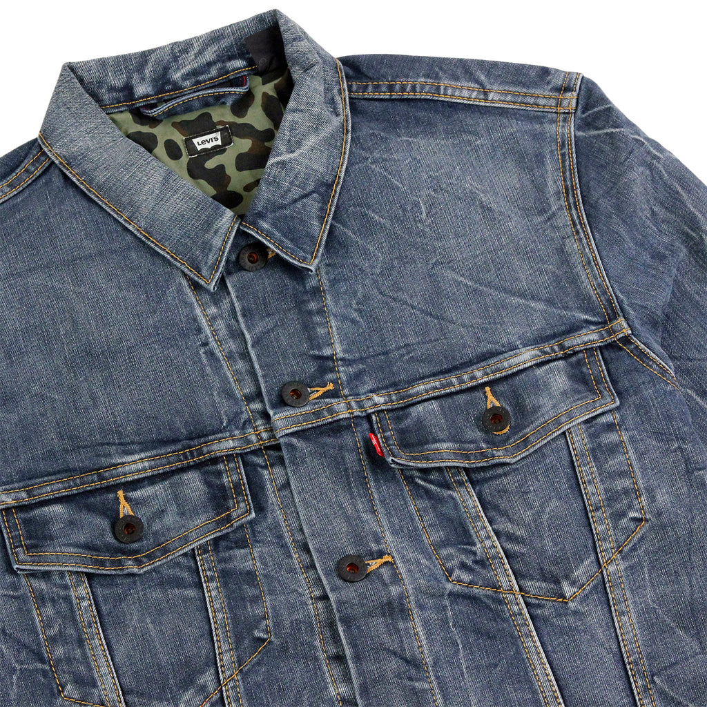 Levis Skateboarding Trucker Jacket in Battery - Detail