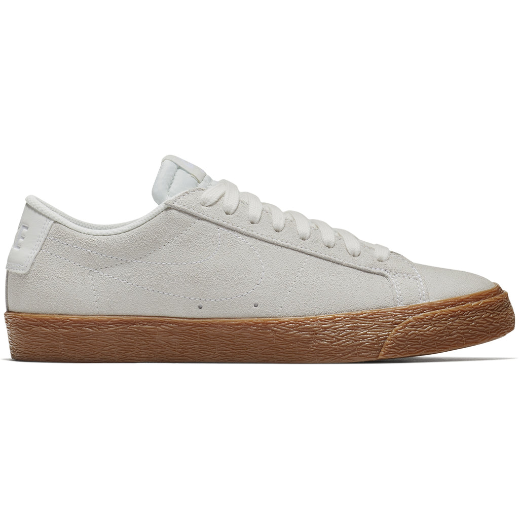 Nike SB Zoom Blazer Low Shoes in Summit White / Summit White / Gum