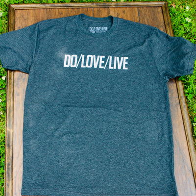 DO/LOVE/LIVE WORDMARK TEE