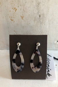 Resin tortoise shell teardrop earrings